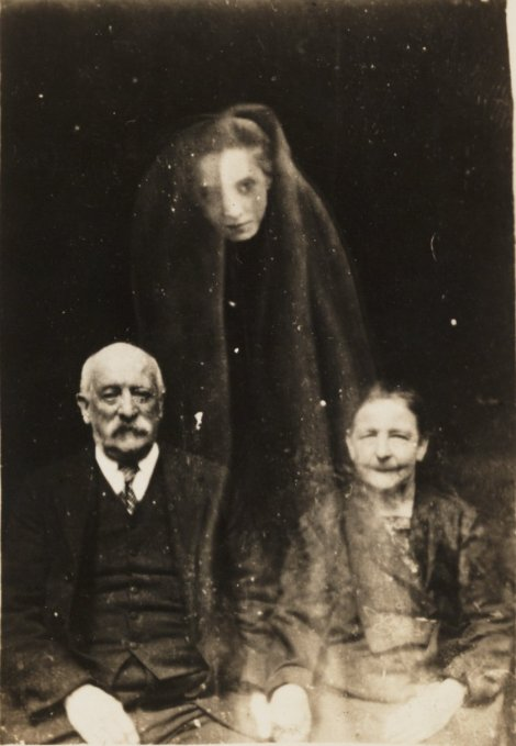 An example of spirit photography, a massive craze during the 19th century.