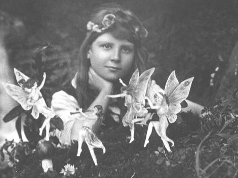 Two kids, one camera, and a few cardboard fairies. Image Source: museumofhoaxes.com